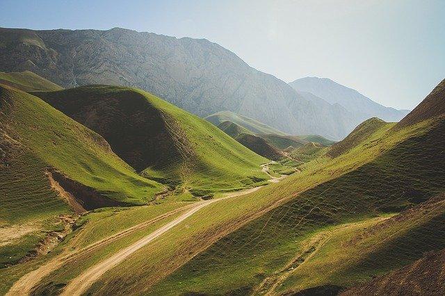 cesty v horách