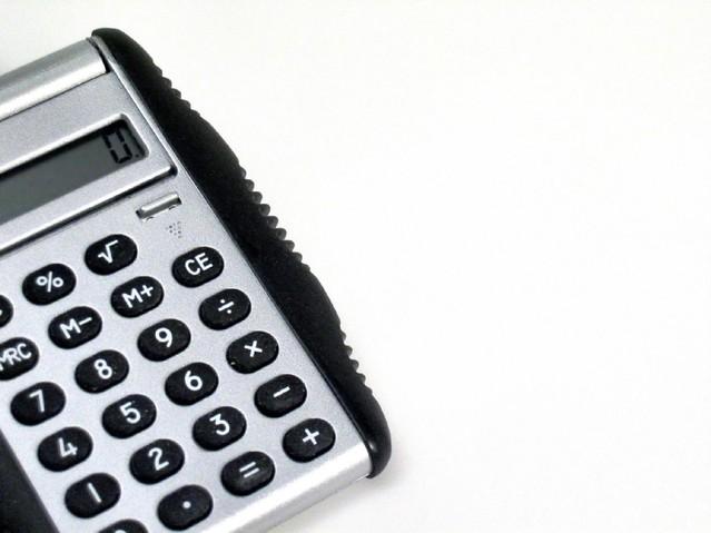 obrázek kalkulačky na bílém pozadí