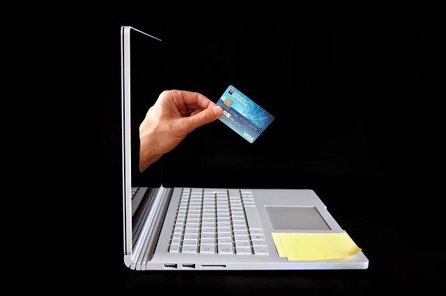 online nákup, počítač, kreditní karta